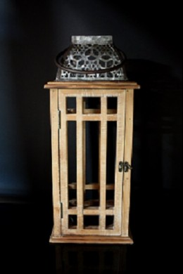 METAL AND WOOD LANTERN 8.5x8.5x18.5 (485405)